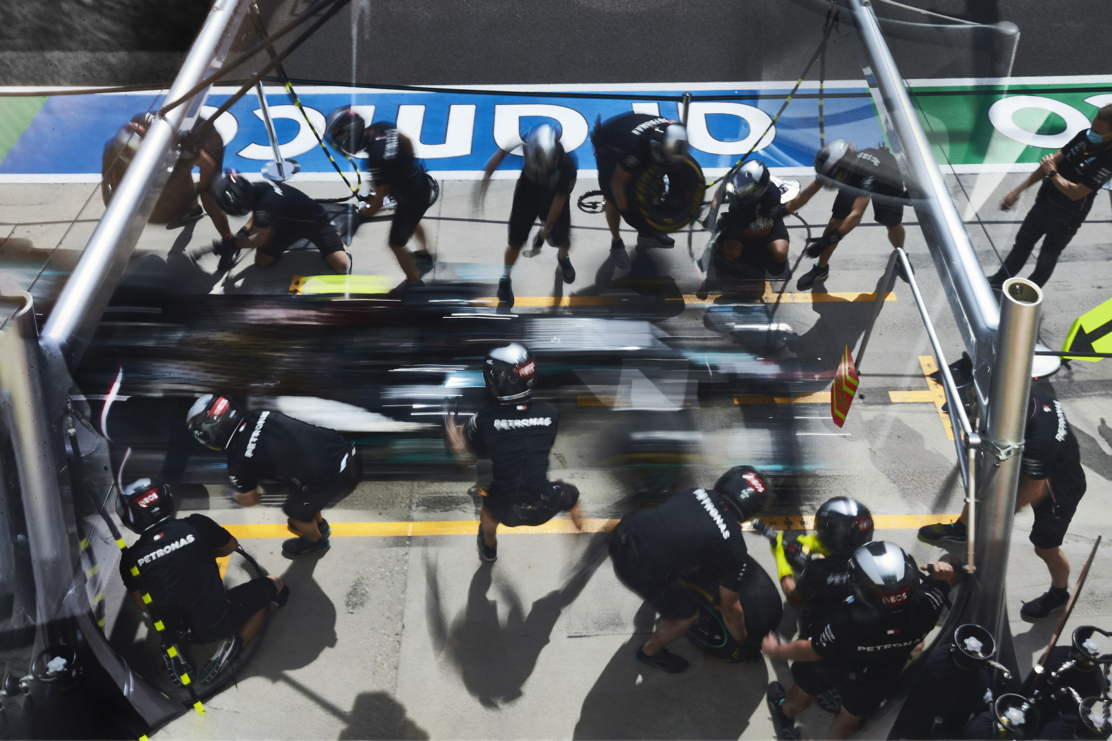 mercedes amg pit crew at work